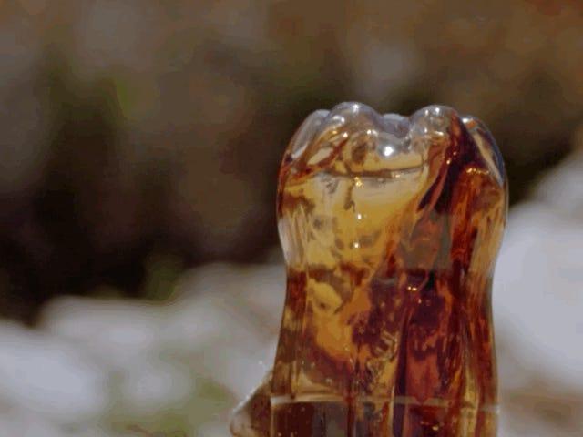 Ada sesuatu yang jauh lebih buruk daripada mencampurkan Coca-Cola dengan Mentos: mencampur Coca-Cola dengan butana