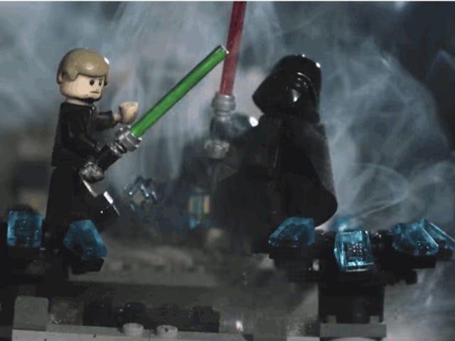 La mejor forma de desmontar una maqueta de Lego: usar explosivos a cámara lenta