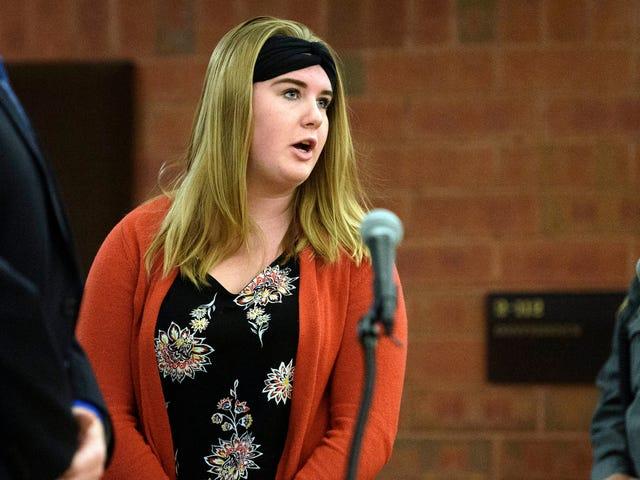 Högskolestudent Vem smorde kroppsvätskor på svart rumskompis hänger emot särskild försök att undvika brottsregistrering.  Hur inte chockerande