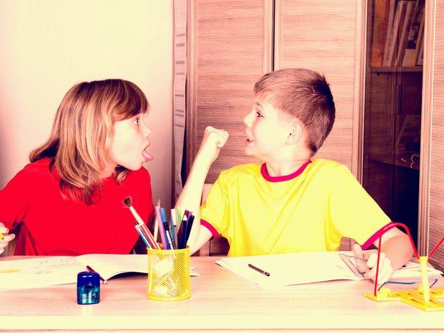 Jak zarządzać argumentami rodzeństwa, gdy utkniesz w domu