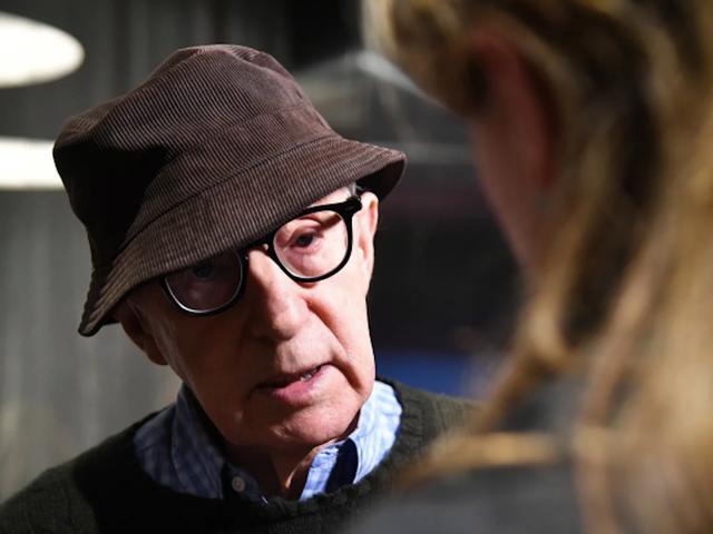 Dylan Farrow kalder Hachettes beslutning om at udgive Woody Allens memoir 'dybt foruroligende'