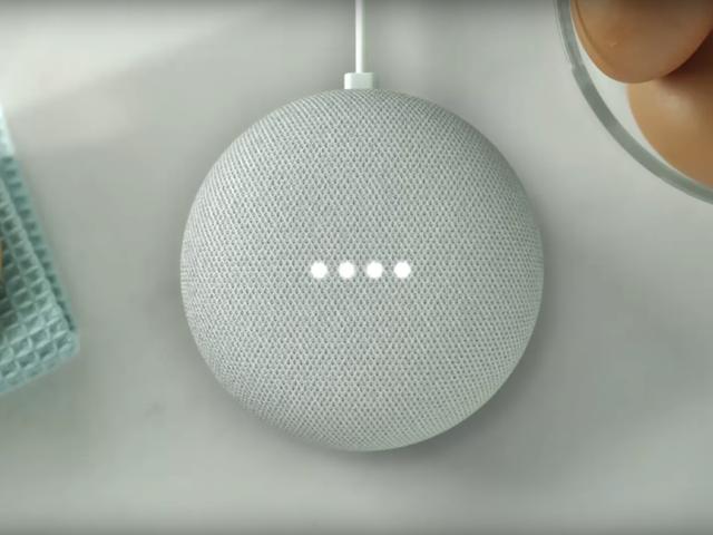 Google के स्मार्ट स्पीकर आपको बकवास का एक टुकड़ा बेचने के लिए तैयार हैं