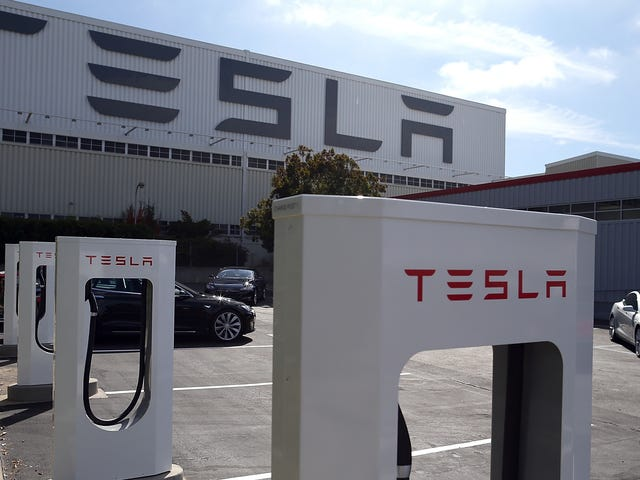 Lawsuit: Tesla Fired Exec After He Raised Concerns About Workplace Injuries Going Unreported (Updated)