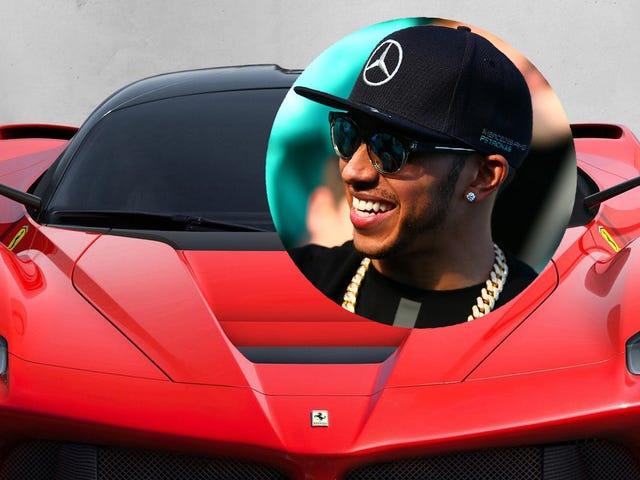 Le conducteur de Mercedes, Lewis Hamilton, célèbre sa victoire en achetant une LaFerrari