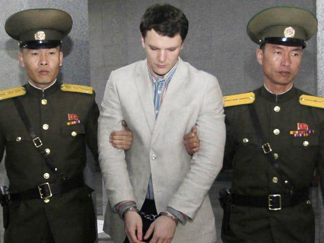 Corea del Norte condena a un turista a 15 años de trabajo forzado por robar un poster del hotel