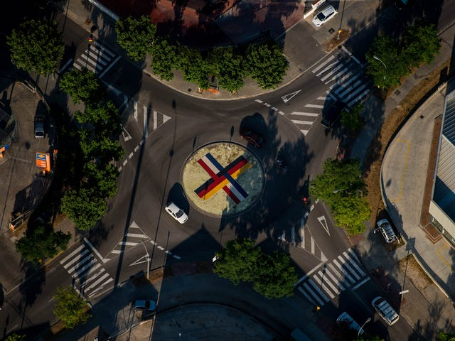 Here's How To Use A Roundabout And Not Panic