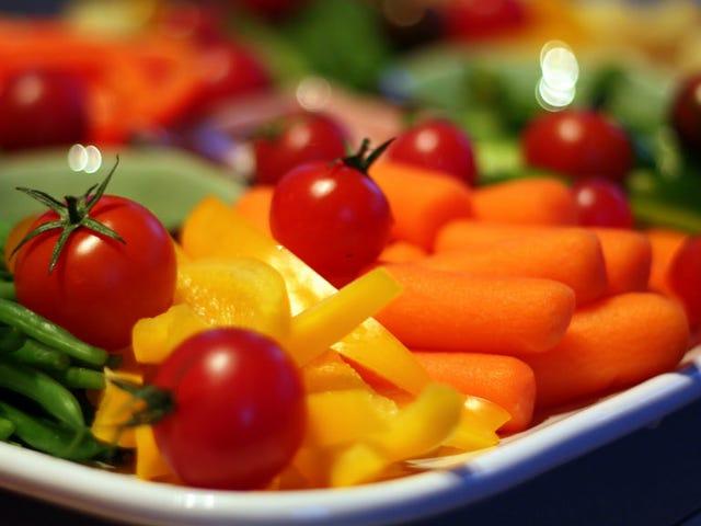 """Mempunyai Makan Malam """"Veggie Happy Hour"""" untuk Dapatkan Kanak-kanak untuk Makan Lebih Sayuran"""