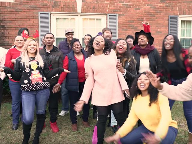 Family Matters: Keluarga Bernyanyi Bersama Ini Semua Semangat Liburan Yang Kita Butuhkan Tahun Ini