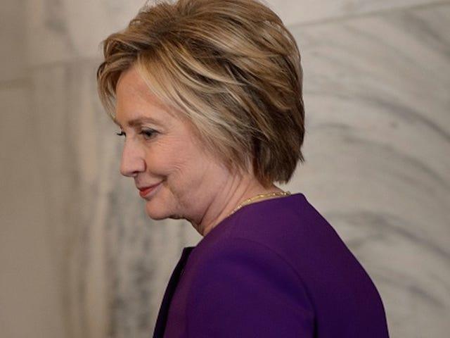 Hillary Clinton närvarar <i>The Color Purple</i> , får Broadway Stående Ovation