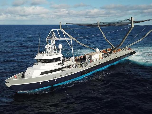 SpaceX intentó atrapar una parte del cohete Falcon 9 usando una red montada en un barco (pero falló)