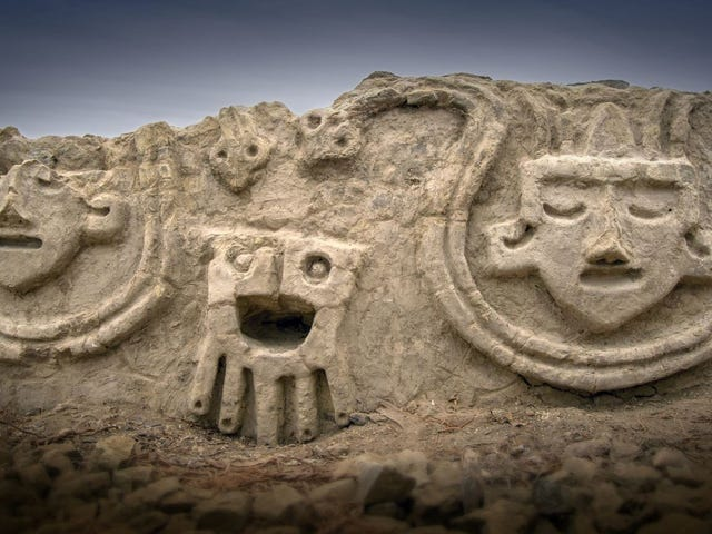 These 3,800-Year-Old Peruvian Carvings Look Like Modern Emoji