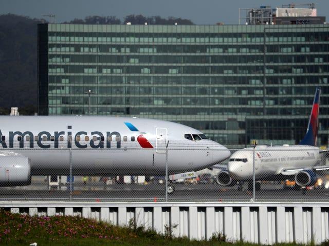 """Οι Αμερικανικές Αερογραμμές κατηγορούνται για την αστυνόμευση των καμπυλών των μαύρων επιβατών μετά από την παραδοχή ότι η """"ανάρμοστη"""""""