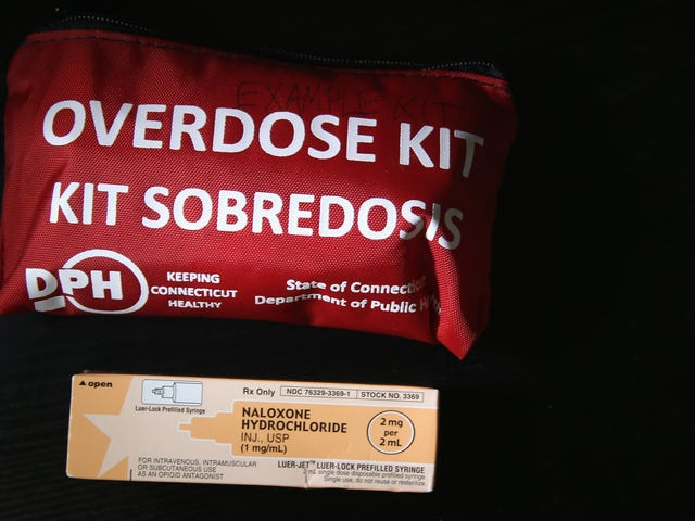 The Opioid Epidemic Is So Bad, the Surgeon General Wants You to Carry an Overdose Antidote