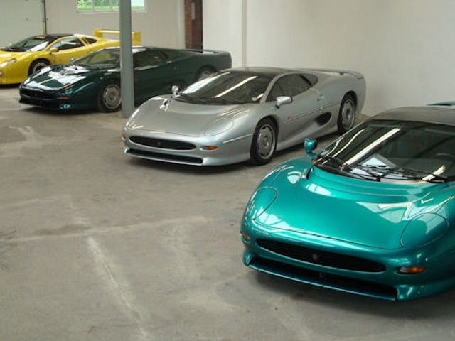 Here's A Must See For All Jaguar XJ220 Lovers
