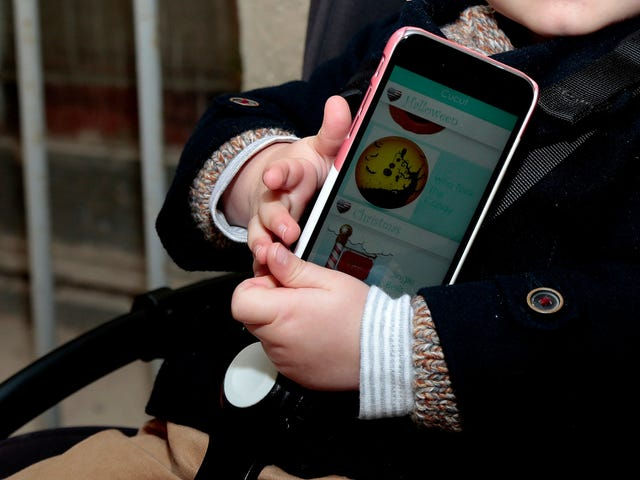 No Screen Time for Kids Under 2, WHO Says