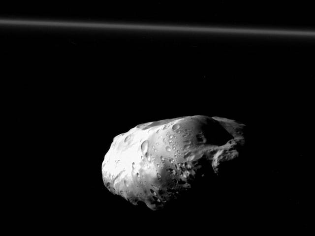 Прометей - це блискучий коштовний камінь у космічній порожнечі