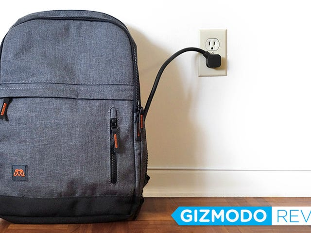 The Gadget-Charging MOS Pack Is My New Favorite Travel Companion