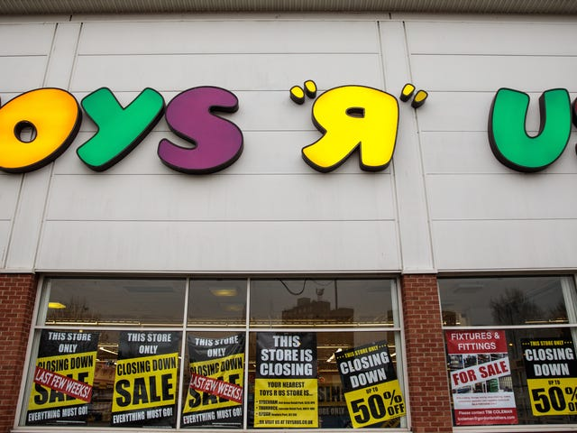 Buzzkill London Cops Won't Let the People Rave Inside an Abandoned Toys R Us