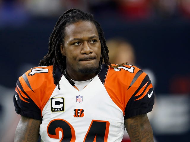 Watch: NFL Cornerback Adam 'Pacman' Jones Gets Into a Full-On Fist Fight With an Atlanta Airport Employee