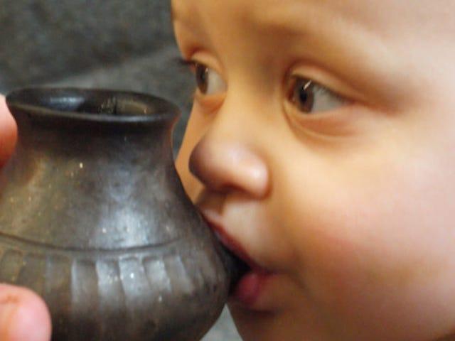 Родители каменного века использовали чашки Sippy, слишком