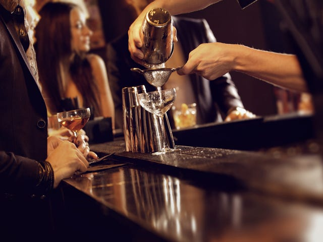 St. Louis bar charges by the hour rather than the drink—what could go wrong?