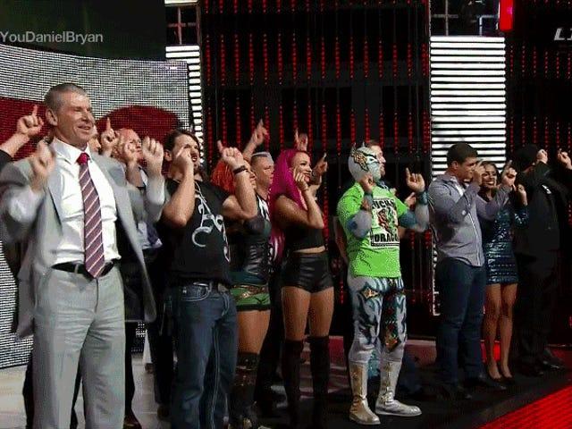 """""""Kanskje min hjerne ikke var så OK som jeg trodde det var"""": Daniel Bryan forklarer hjernerystelse-drevet pensjonering på WWE Raw"""