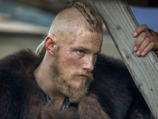 A melodramatic Vikings just gives in and embraces its Norse fanfic side
