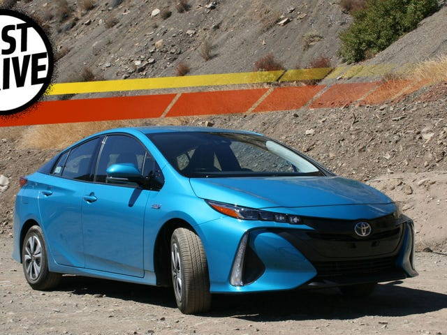 The 2017 Toyota Prius Prime Is A High-Tech Pretend Tesla That Gets Incredible Mileage