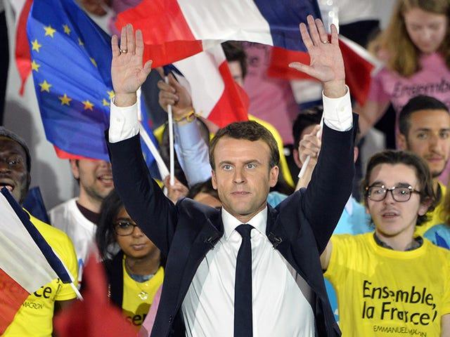 Tuntutan Kempen Presiden Perancis 'Massive Hack'