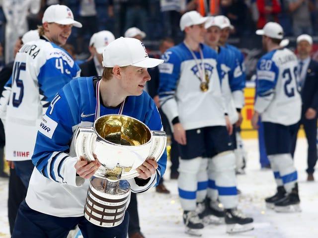 Kaapo Kakko on hyvä teini, joka on liian kiireinen osallistumaan NHL-yhdistelmään