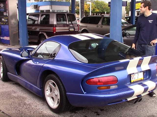 Here's What Kind Of Gas Mileage You Actually Get In A Dodge Viper