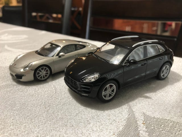 I bought and fixed a Minichamps Porsche Macan Turbo