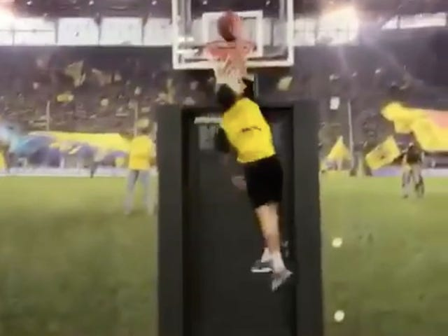 Christian Pulisic Rings In The New Year With A Powerful And Absolutely Legit Slam Dunk