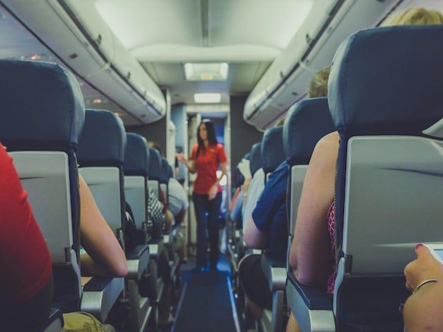 """हवाई जहाज पर """"पर्यटक प्लस"""" और """"प्रीमियम पर्यटक"""" सीटों के बीच यह अंतर है"""