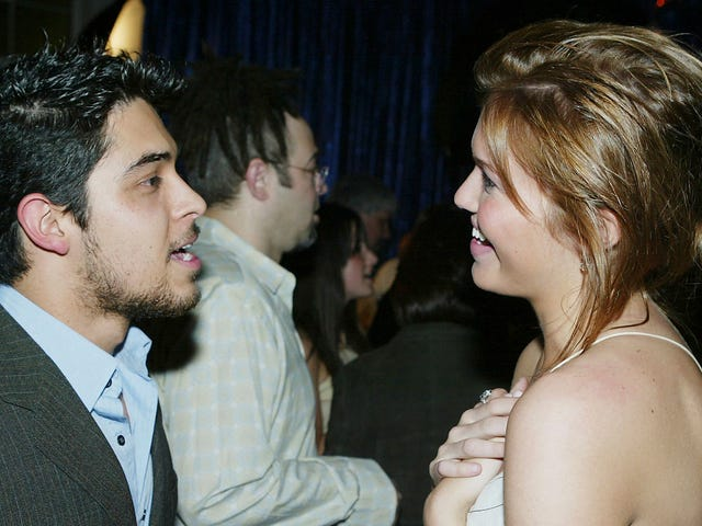 Mandy Moore Tells Howard Stern That Wilmer Valderrama Lied About Being Her First Sexual Encounter