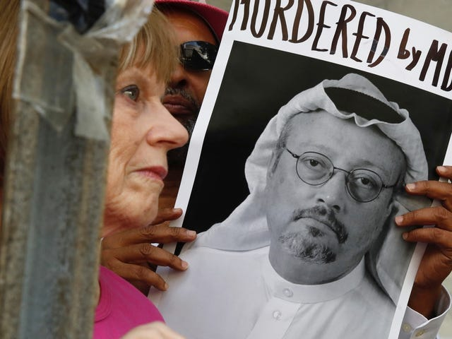 Saudi Arabia Threatens Anyone Spreading 'Fake News' Online with 5 Years in Prison, Heavy Fines