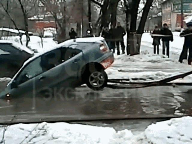 Pior possível reboque sempre rasga o carro ao meio