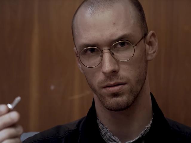 Dans ce court métrage de science-fiction, un homme découvre un puissant secret à l'intérieur d'un coffre de banque
