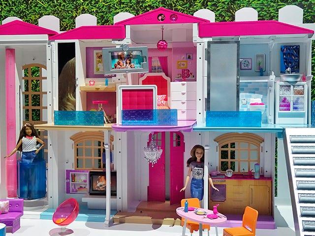 Barbie har nu ett helt smart drömhus som svarar på barnens röstkommandon