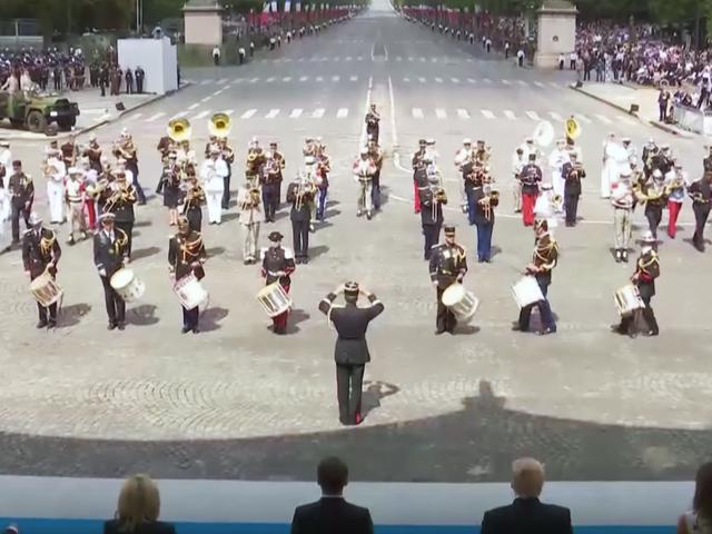 L'armée française fait Daft Punk Medley, Donald Trump ne semble pas satisfait