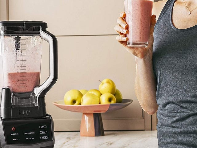 Meet Your 2019 Smoothie Goals With This $66 Ninja
