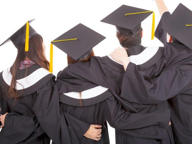 Es nimmt Frauen noch länger, um ihre Studenten Darlehen zu bezahlen