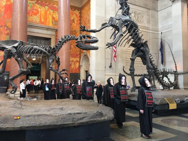 İklim İnkarını Destekleyen Bir Milyarder Amerikan Doğa Tarihi Müzesi Kurulu'nda Artık Artık