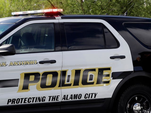 Woman Sues San Antonio Police For Pulling Out Her Tampon During a Search
