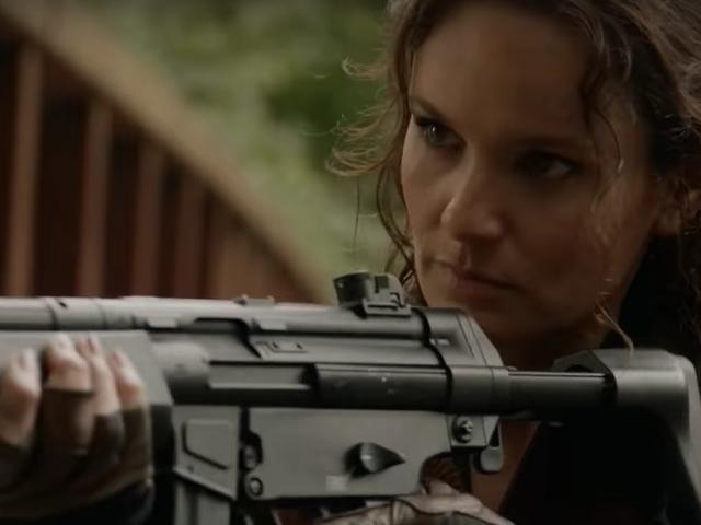 在第3季的首映赛中,殖民地逃离洛杉矶寻求新的外星人抵抗
