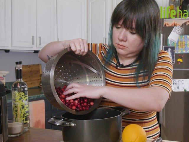 Cara Membuat Gravy-and Boozy Cranberry Sauce