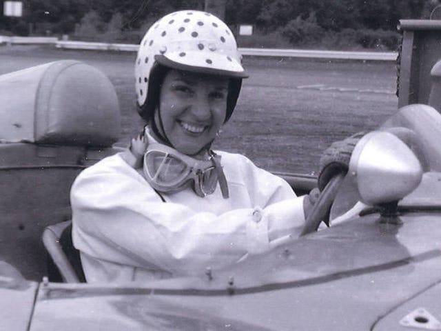 Η Denise McCluggage άλλαξε το πρόσωπο της αυτοκινητοβιομηχανίας μέσω της πραγματικής συμμετοχής