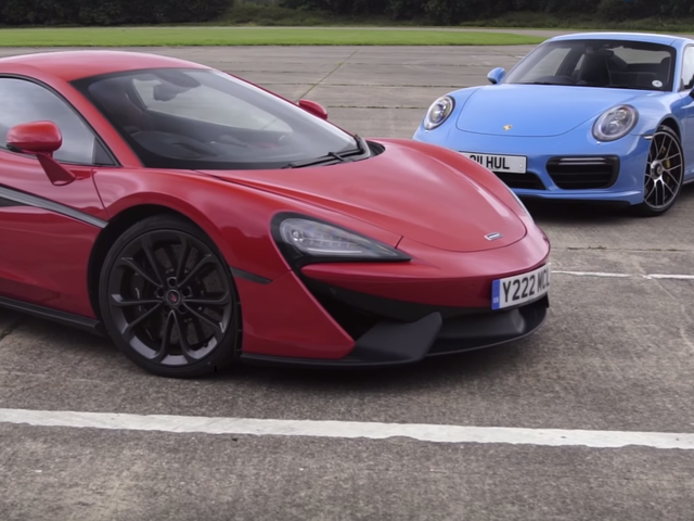 Quando um McLaren e um Porsche 911 enfrentam todo mundo ganha