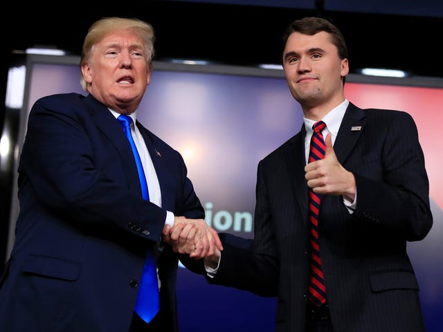 """特朗普邀请保守党互联网巨头参加白宫举办的""""社交媒体峰会"""""""