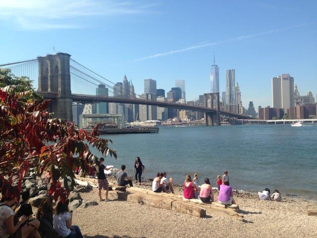 Pababa sa ilalim ng Manhattan Bridge Overpass